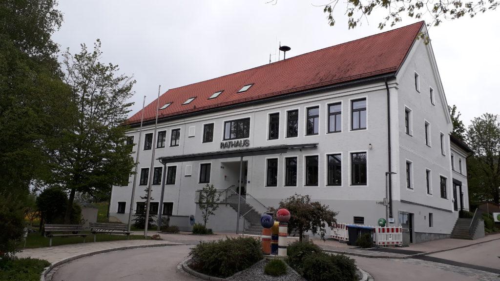 Kommunalpolitik findet in erster Linie in den Rathäusern und Landratsämtern statt.